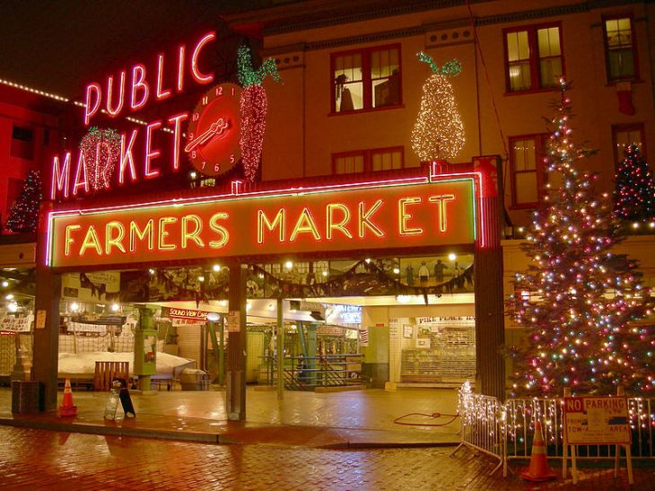 Pike Place Market, Seattle, WA - One of the most visit tourist destinations in the U.S. / Image by Joe Mabel